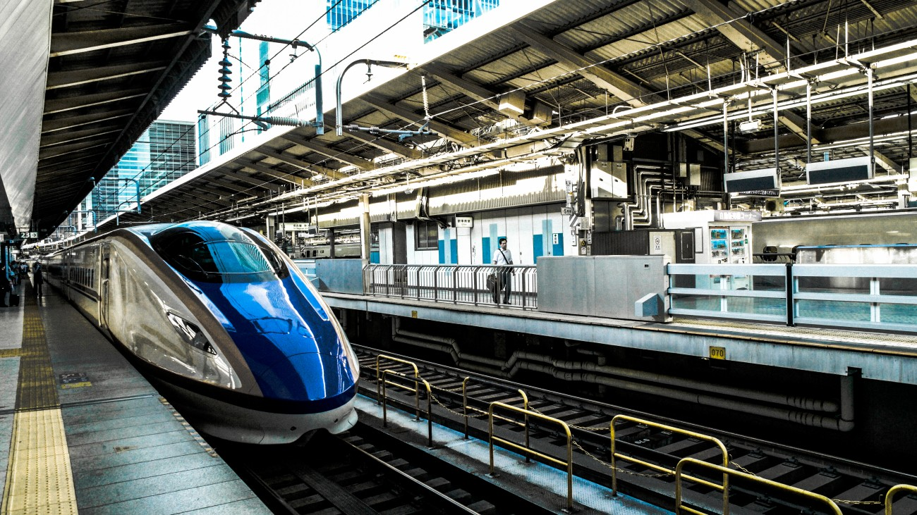train-public-transportation-train-station-28614-1300×731